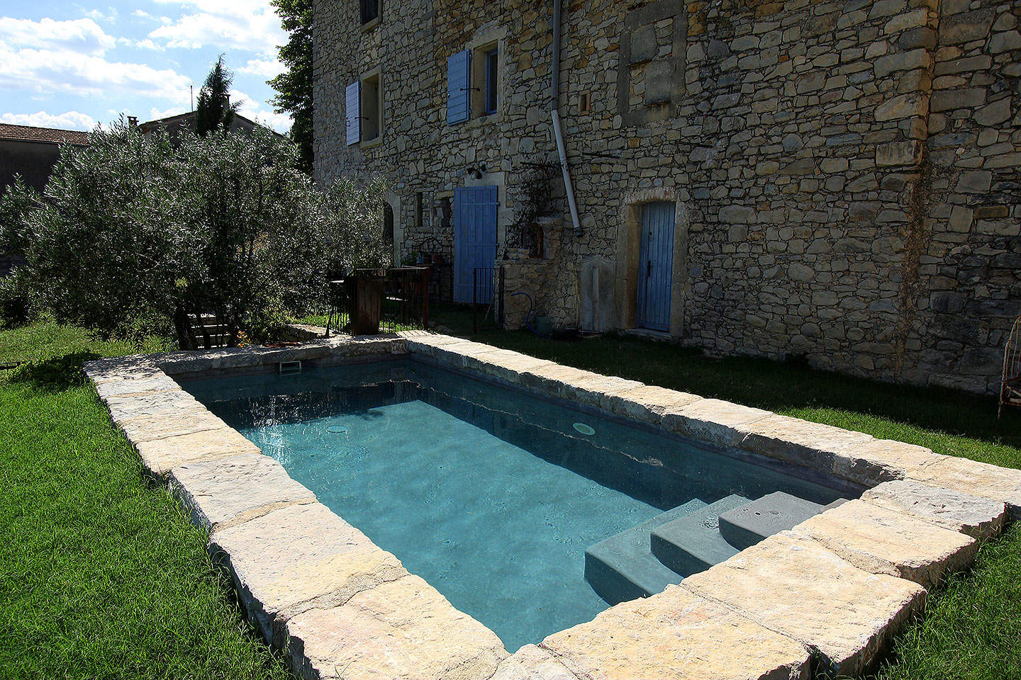 Piscine nature et naturelle piscines diffazur for Prix piscine naturelle