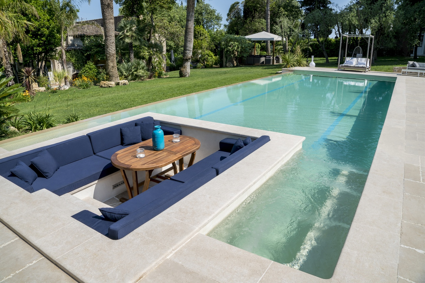 Piscine contemporaine piscines diffazur for Design piscine haubourdin