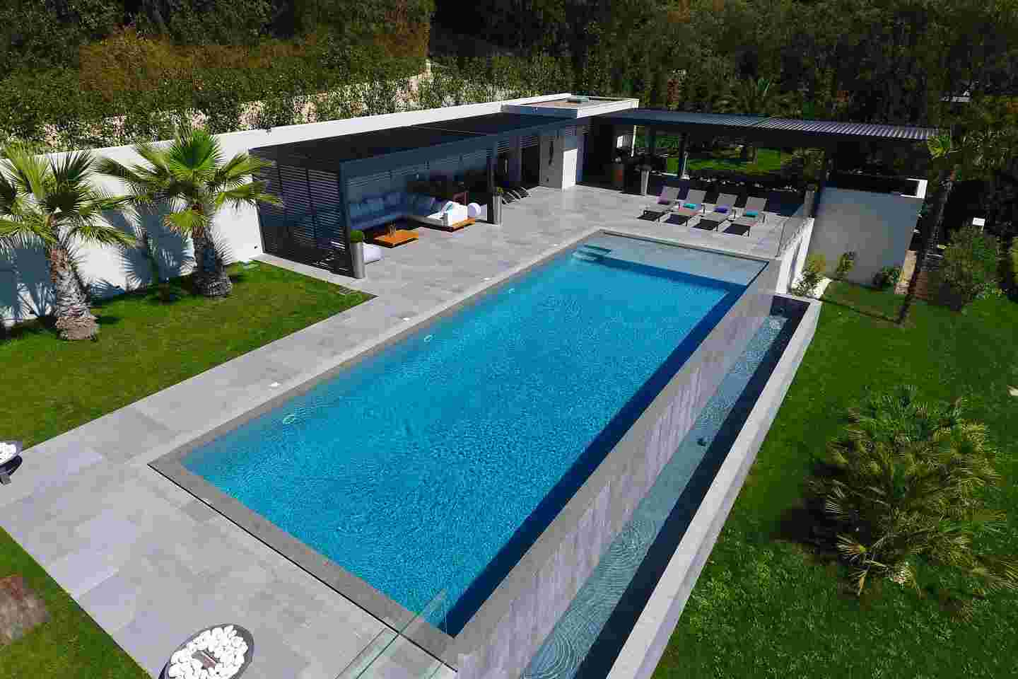 Piscine design et tendance piscines diffazur for Design piscine haubourdin